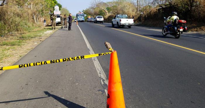 Dos jóvenes fueron asesinados a orillas de la carretera Troncal del Norte, en Guazapa