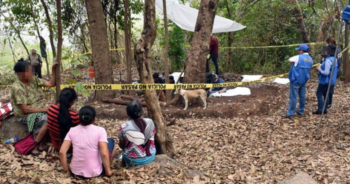 Recuperan osamentas de 8 integrantes de una familia en Cacaopera, Morazán