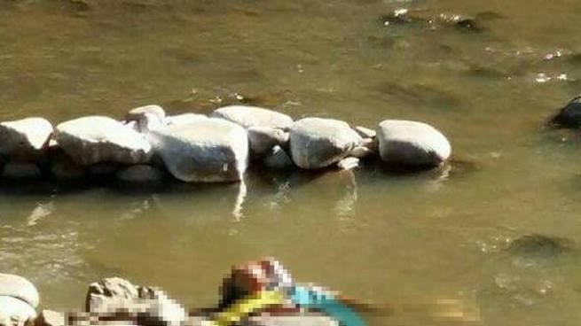 Localizan un cadáver sobre el Río Cara Sucia