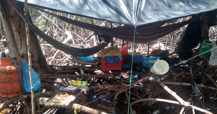 Incautan armas, munición y chalecos tipo militar en campamento de pandilleros en Usulután