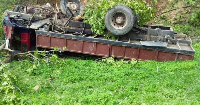 Cuatro lesionados tras vuelco de camión en carretera Ruta de Paz, Morazán