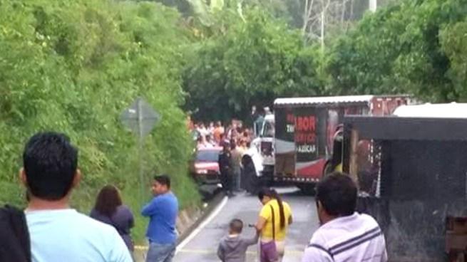 Camión repartidor de bebidas embiste y mata a una mujer en Comasagua