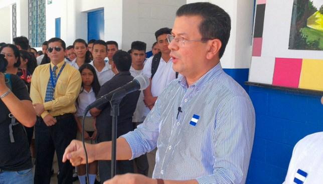Canciller Hugo Martínez, buscará la candidatura presidencial con el FMLN