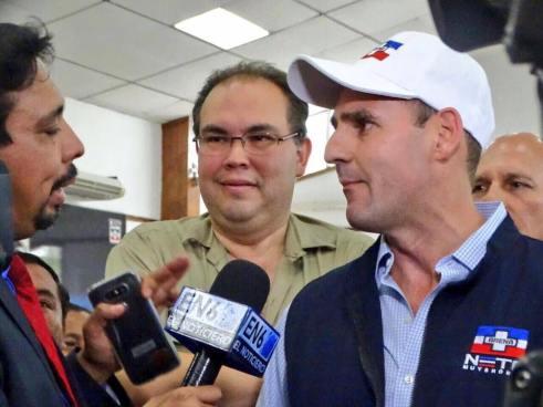 Ernesto Muyshondt se lanza como candidato a la alcaldía de San Salvador