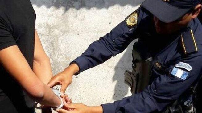 Capturan a salvadoreño que se paseaba por un centro comercial de Guatemala con $440 mil