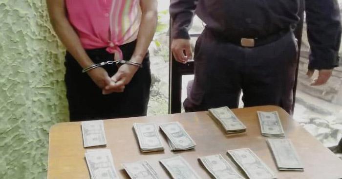 Capturan a mujer que le robó más de $3,000 a su amiga en Sonsonate