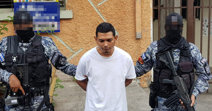 Presentan a sujeto que acuchilló a corredora en Santa Elena, Antiguo Cuscatlán