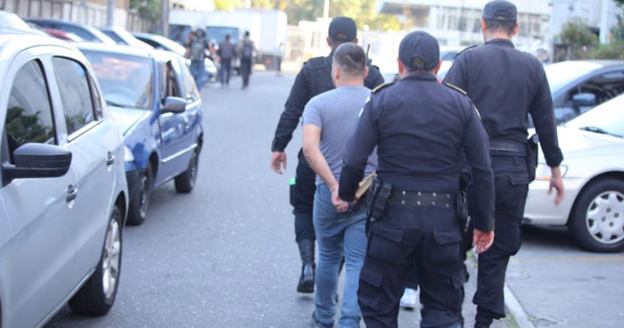 Salvadoreño asaltaba a mano armada a usuarios de autobuses en Guatemala