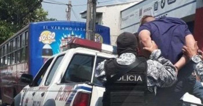 Pasajero repele asalto y lesiona a un delincuente en la 29 calle oriente, San Salvador