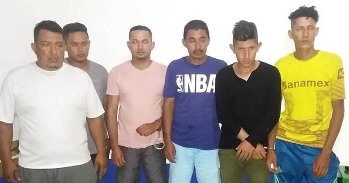 Seis capturados y un arma de fuego incautada en Santa Ana