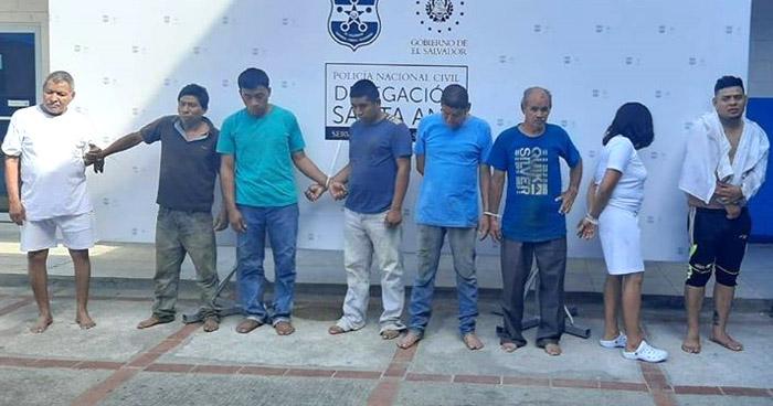Capturan a 7 hombres y a una mujer por delitos de homicidio y violación en Santa Ana