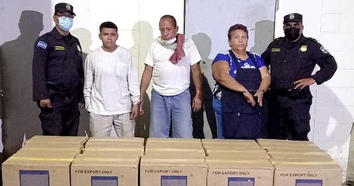 Capturados cuando contrabandeaban más de $21 mil en cigarros