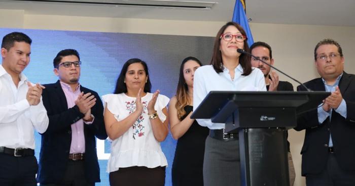 Carmen Aída Lazo critico en twitter a diputados del PCN PDC y ARENA en el pasado