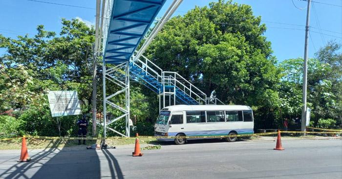 Hombre muere al ser atropellado abajo de una pasarela en San Martín