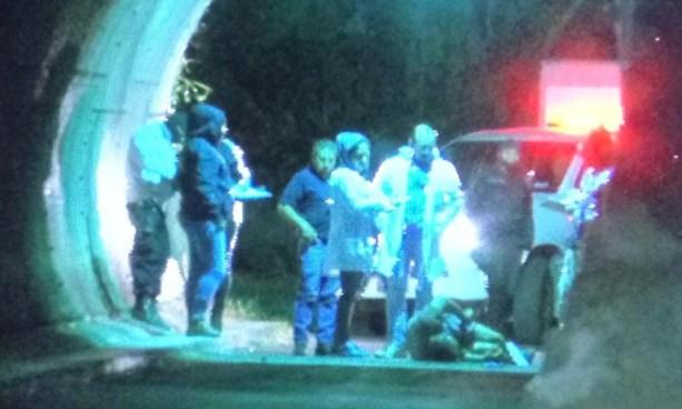 Encuentran el cadáver de una persona envuelto en sabanas en la autopista a Comalapa