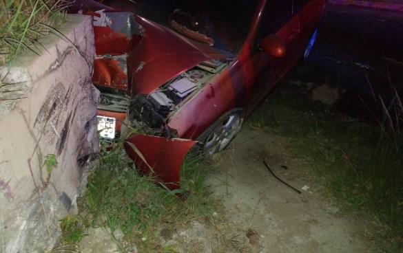 Dos vehículos colisionaron en la madruga de este jueves