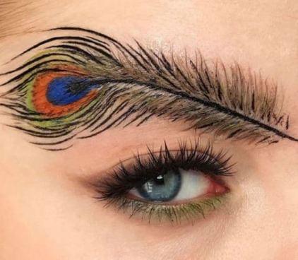 Las cejas en forma de pluma