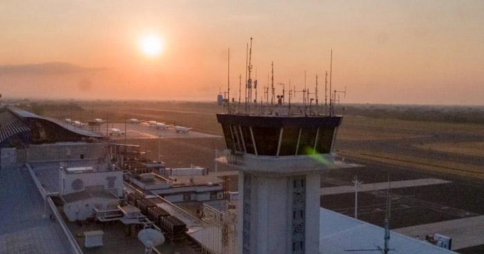 Aeropuerto Internacional de El Salvador permanecerá cerrado durante la primera quincena de abril