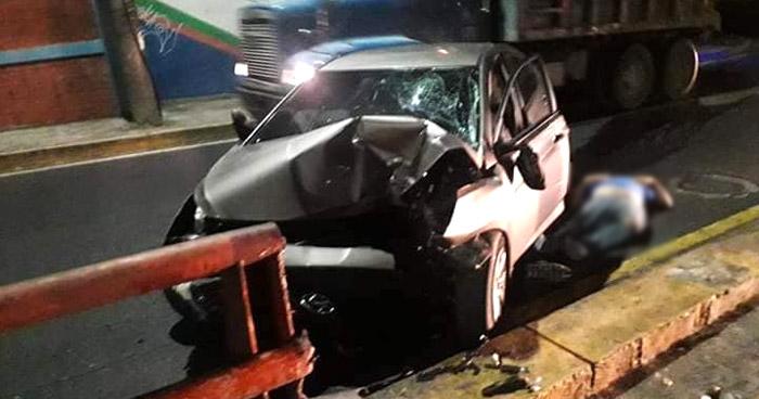 Conductor muere al chocar sobre la 49 Avenida Sur de San Salvador