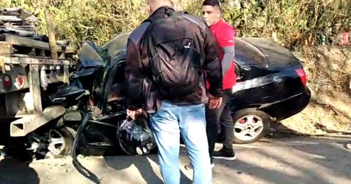 Conductor queda atrapado y tres más lesionados tras chocar en carretera Troncal del Norte