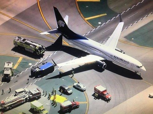 Ocho lesionados en Aeropuerto de Los Ángeles tras el choque entre un avión y un camión