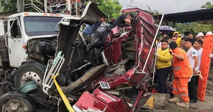 Un persona murió y dos mas resultaron lesionadas tras accidente de transito carretera al Puerto de La Libertad