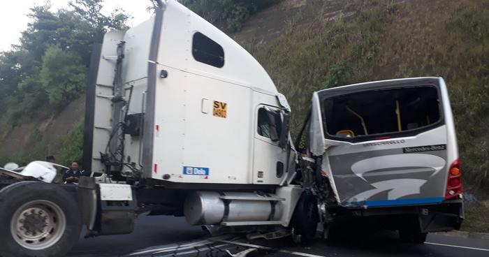 Choque complicó el tráfico esta mañana sobre carretera de Oro