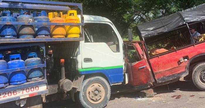 Padre e hijo lesionados tras choque en carretera de San Miguel a Usulután