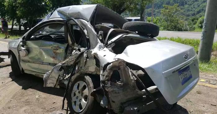 Tres lesionados tras choque en carretera a Comalapa