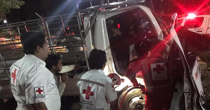 Dos lesionados en accidente de tránsito en carretera Comalapa