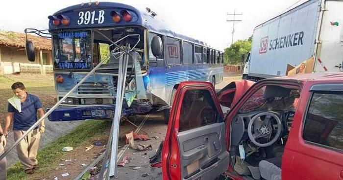 Tres lesionados tras fuerte choque en carretera de La Unión