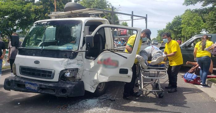 Un lesionado tras fuerte choque en carretera de Oro