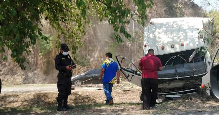 Varios lesionados tras triple choque en carretera de Oro