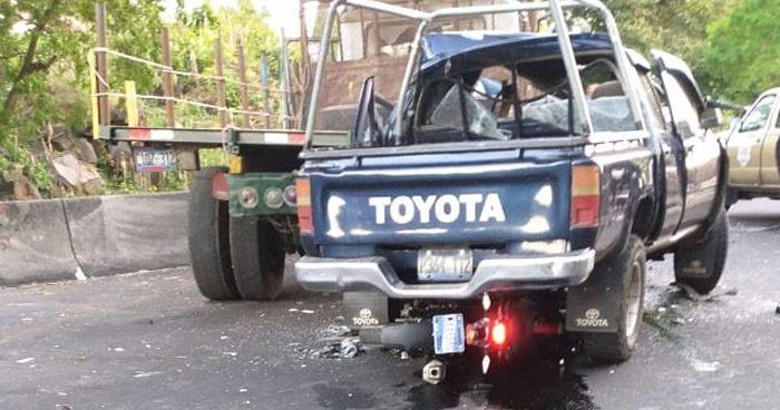 Un fallecido y un lesionado tras choque en carretera de Sonsonate