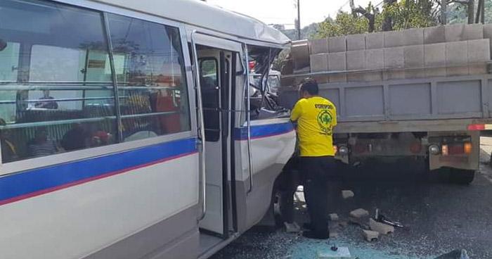 Motorista de la Ruta 17 choca contra un camión y deja a 10 personas lesionadas