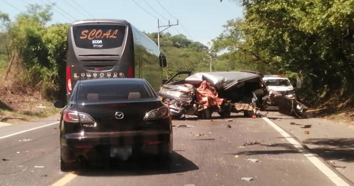 Un muerto y 3 lesionados tras aparatoso choque sobre carretera en San Miguel