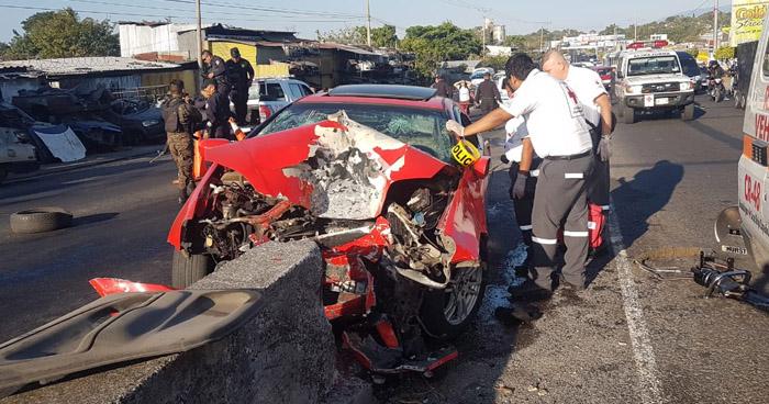 Dos fallecidos tras choque contra un separador en carretera Panamericana, San Martín