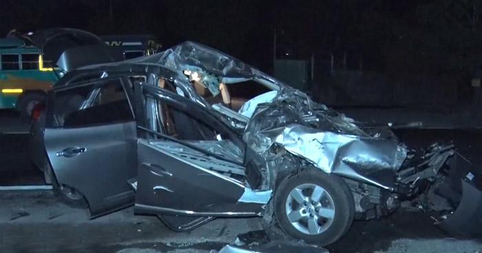 Camioneta choca contra autobús cuando realizaba un giro indebido en San Martín