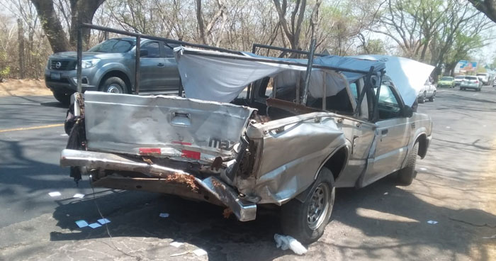 Tres lesionados tras choque por invasión de carril en carretera de San Miguel