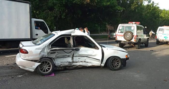 Dos lesionados tras fuerte choque en San Pedro Perulapán