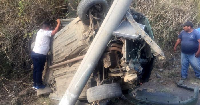 Un lesionado tras fuerte choque en carretera a Santa Ana