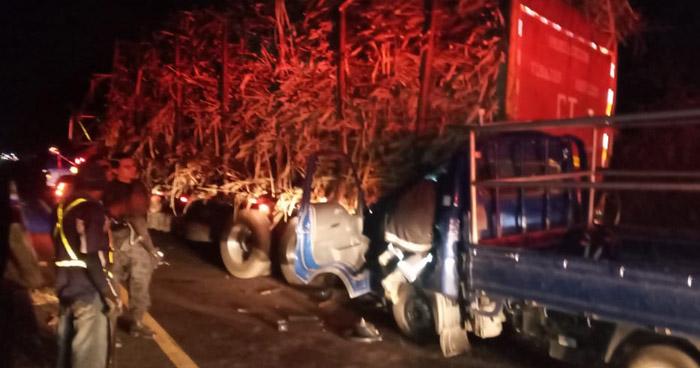 Un fallecido y otro lesionado tras choque en carretera de Sonsonate