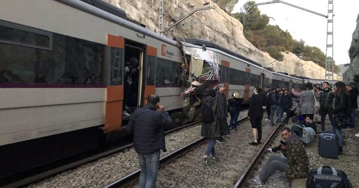 Un muerto y más de 80 heridos dejó choque de trenes en Barcelona