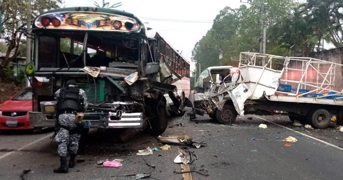 Dos lesionados tras aparatoso choque en carretera Troncal del Norte, Guazapa