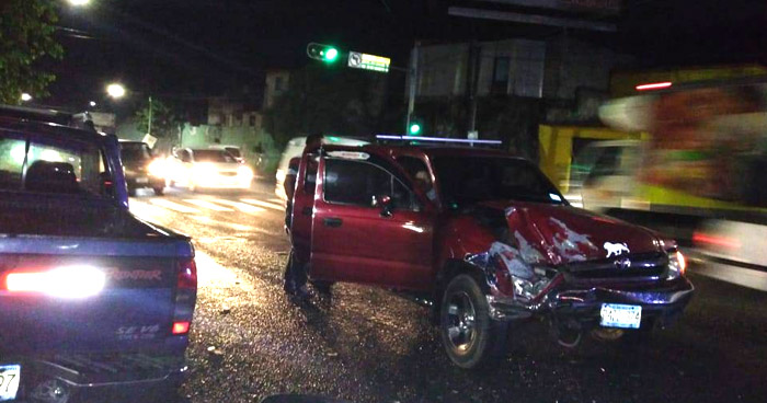 Choque por giro indebido ocasionó tráfico esta mañana en Bulevar Venezuela