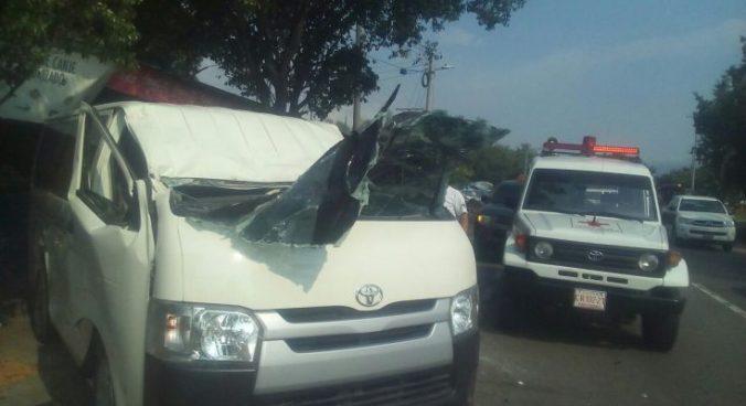 Choque en desvío de Opico deja a 5 personas lesionadas