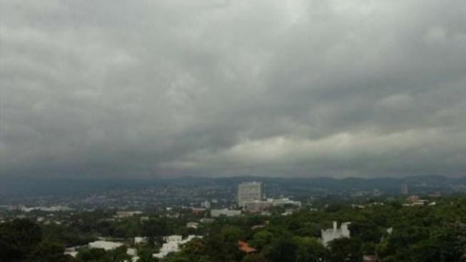 Cielo medio nublado con lluvias débiles a moderadas para esta tarde y noche
