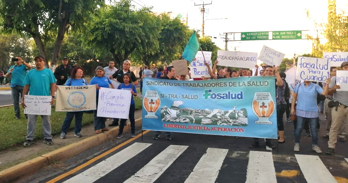 Sindicalistas de FOSALUD cierran Bulevar Los Héroes en acción de protesta