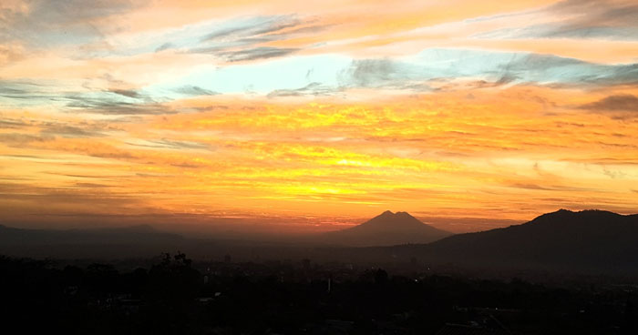 Hoy se espera que el cielo esté despejado, el ambiente cálido durante el día y fresco por la madrugada
