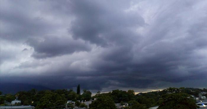 Acercamiento y desplazamiento de una Onda Tropical sobre territorio salvadoreño generará abundante nubosidad